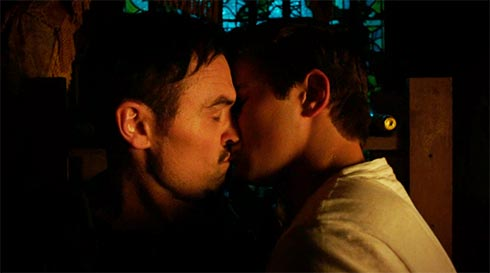 Vex and Mark kissing