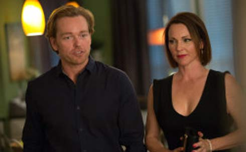 Jonathan Scarfe and Kelli Williams in Ties That Bind