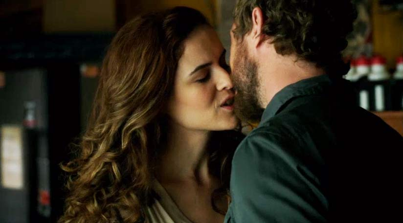 Alycia kisses Dyson goodbye