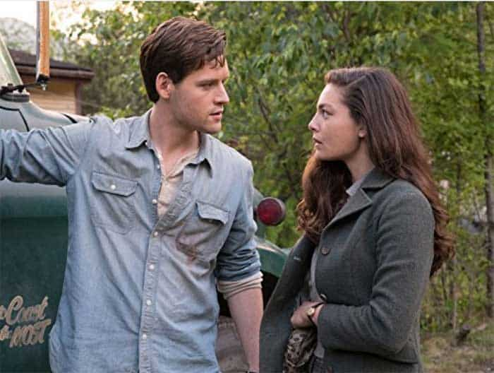 Luke Kleintank and Alexa Davalos in The Man in the High Castle