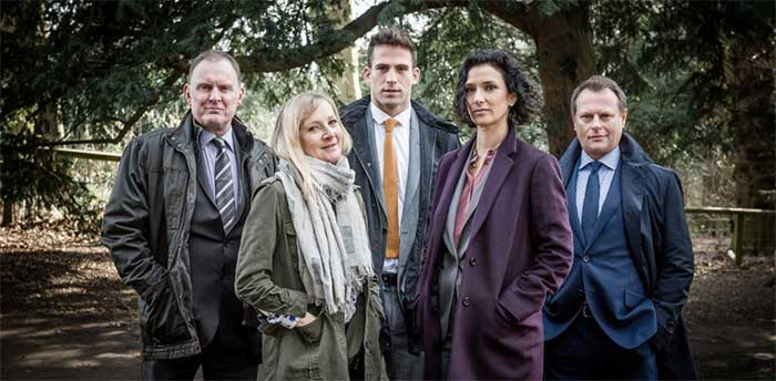 Robert Glenister, Lesley Sharp, Neil Stuke, Indira Varma, and Dino Fetscher in Paranoid