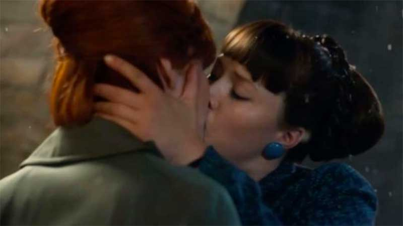 Emerald Fennell and Kate Lamb in Call the Midwife