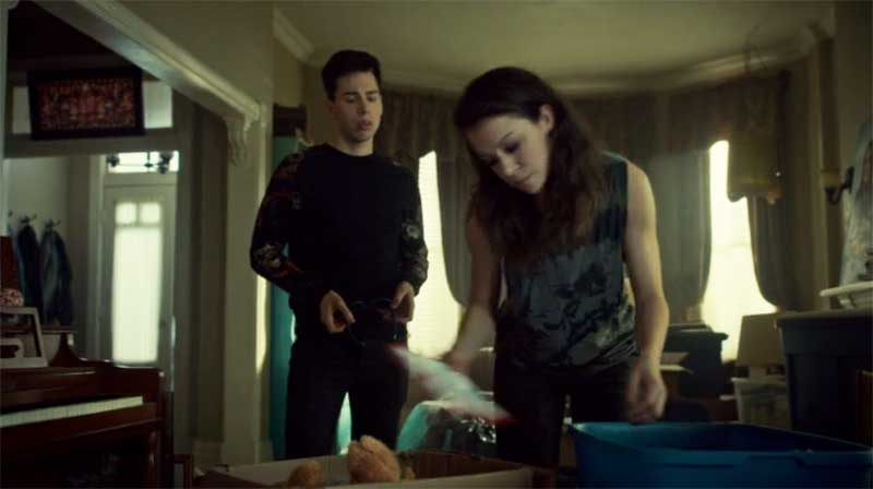 Jordan Gavaris and Tatiana Maslany as Sarah in Orphan Black