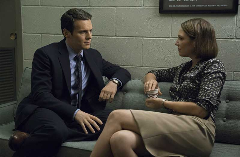 Jonathan Groff and Anna Torv in Mindhunter