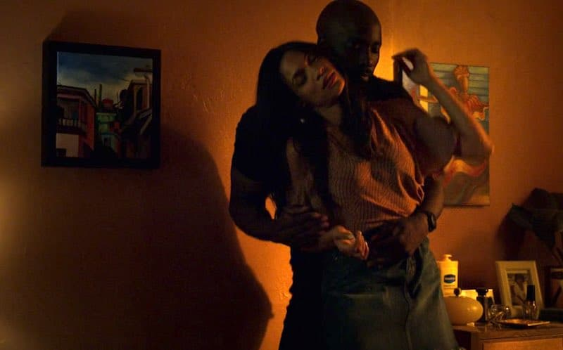 Rosario Dawson and Mike Colter in Luke Cage