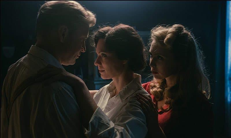 Piotr Adamczyk, Magdalena Boczarska, and Justyna Wasilewska in The Art of Loving