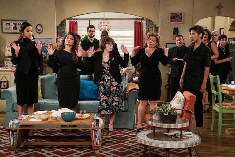 Melissa Fumero, Gloria Estefan, Rita Moreno, Justina Machado and Stephanie Beatriz in One Day at a Time
