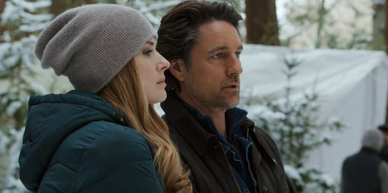 Alexandra Breckenridge and Martin Henderson in Virgin River