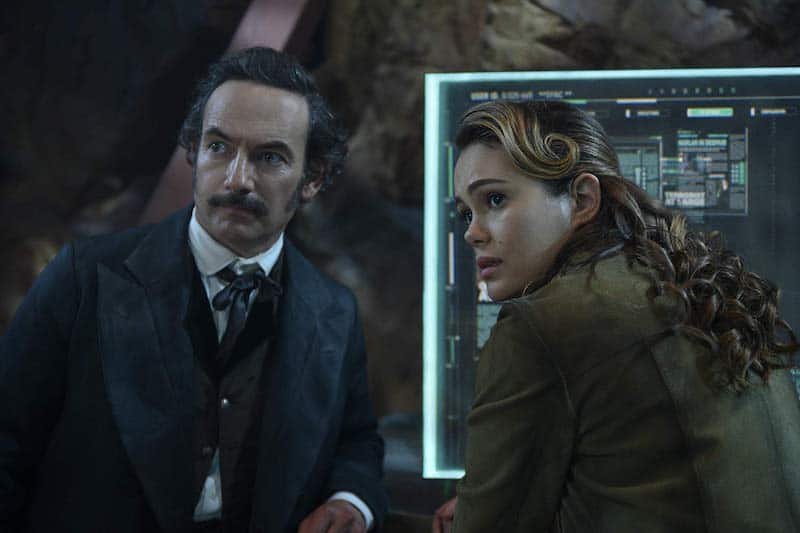 Chris Conner and Dina Shihabi in Altered Carbon