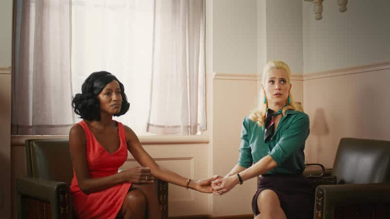 Mel Lisboa and Pathy Dejesus in Girls from Ipanema (Coisa Mais Linda)