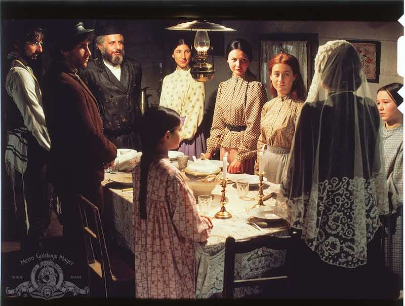 Paul Michael Glaser, Candy Bonstein, Norma Crane, Elaine Edwards, Leonard Frey, Rosalind Harris, Michele Marsh, Neva Small, and Topol in Fiddler on the Roof