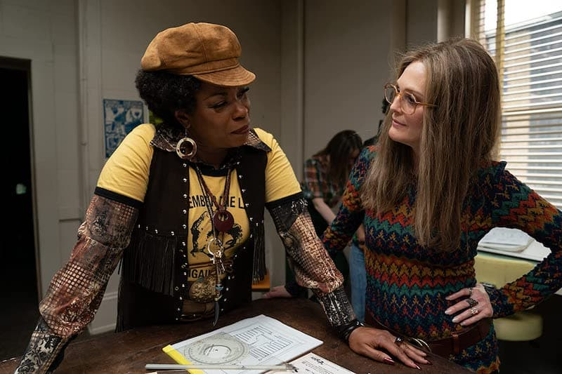 Julianne Moore and Lorraine Toussaint in The Glorias