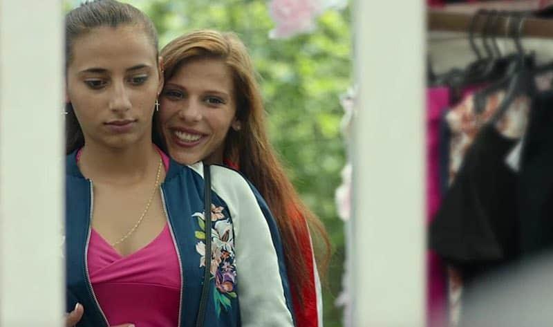 Carmen and Lola, Roma romance from Spain
