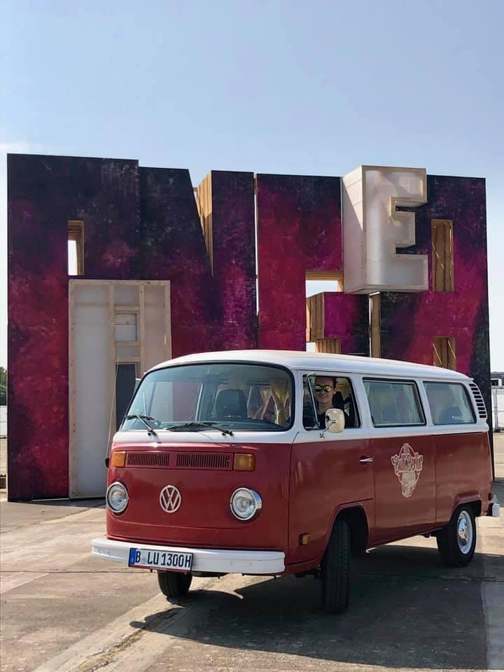 Old Bulli Berlin - VW T2 Vermietung - VW T2 mieten in Berlin - ABOUT YOU Pangea Festival