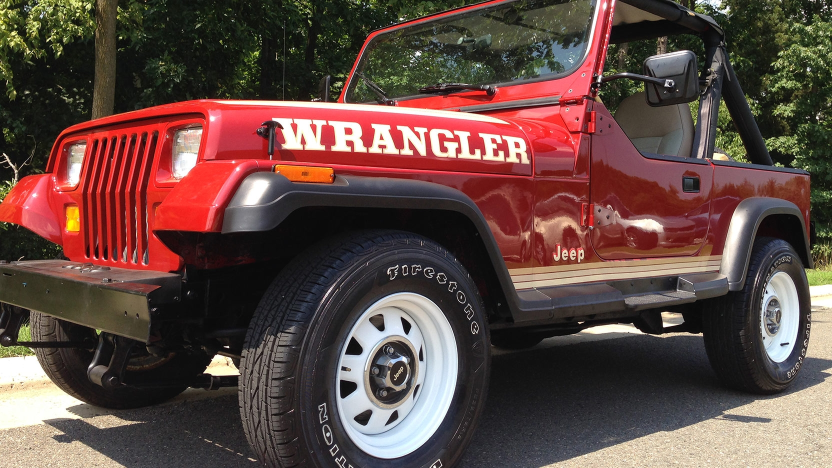 hight resolution of only upon close inspection can one see the all the slight exterior aerodynamic body curves that jeep has given to the jl to provide its boxy shape the best