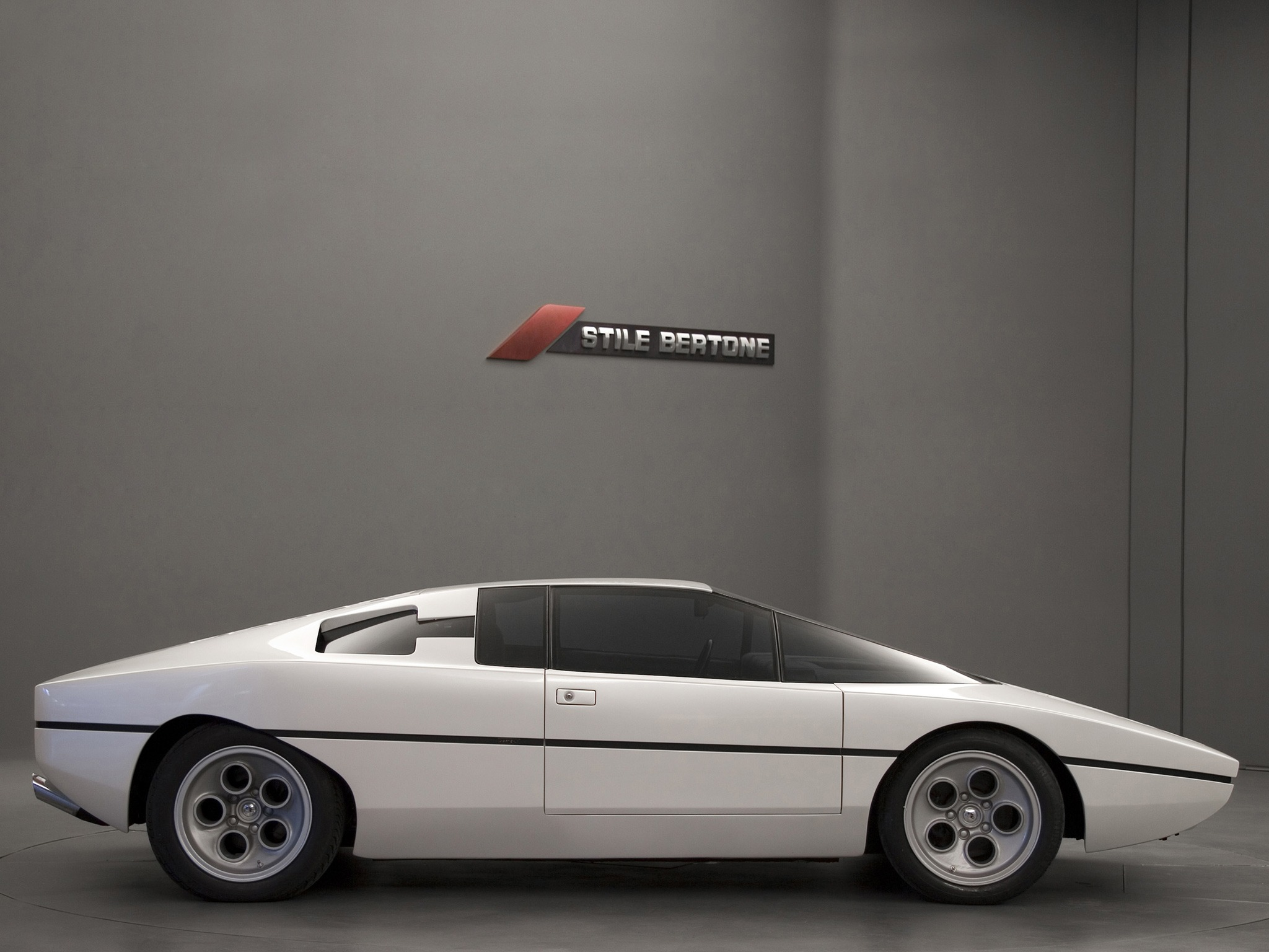 Phantom Car Wallpaper Lamborghini Bravo 1974 Old Concept Cars