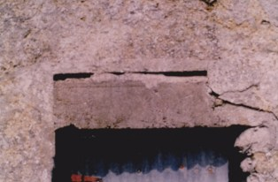 Shuttered lintel of concrete
