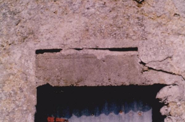 Shuttered lintel of concrete