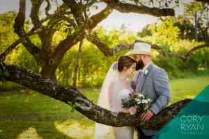 bride-groom-oak-grove-outdoor-site-old-glory-ranch-wimberley