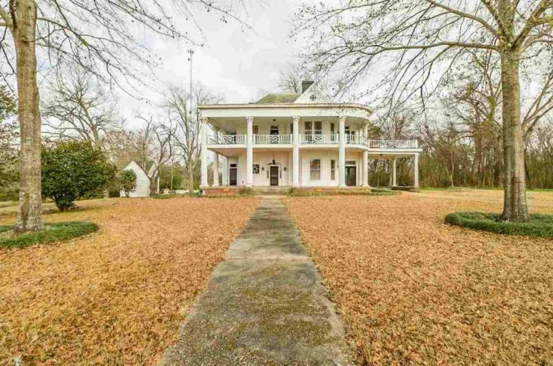 1880 Antebellum Mansion On Over 12 Acres In Utica MS - on beaufort south carolina old plantations, old florida plantations, old slavery plantations, old natchez plantations, old hawaii plantations, old new orleans plantations, old savannah plantations, old southern plantations,