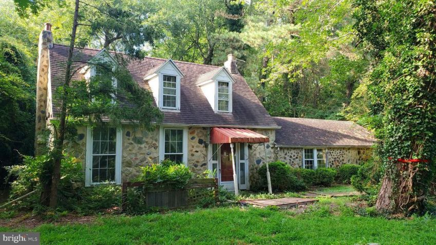 Fixer upper stone cottage under $35K