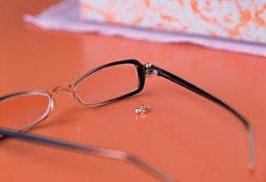 Как починить очки, если потерялся болтик?