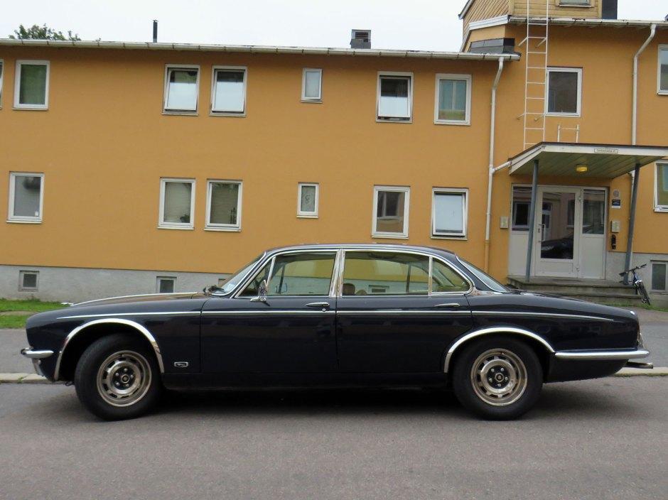 1975 Jaguar XJ 4.2 Daimler Oslo Norway parked