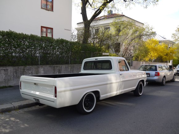 1968 Ford F-100 Ranger American pickup old parked oslo