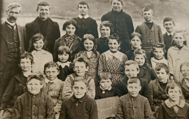 Darraweit Guim State School 1916 photo showing some of the Cummins and Stockdale family descendants
