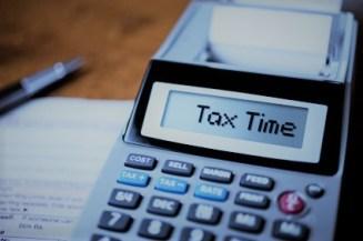 savingwithsandra-incometaxes-feb12-istock