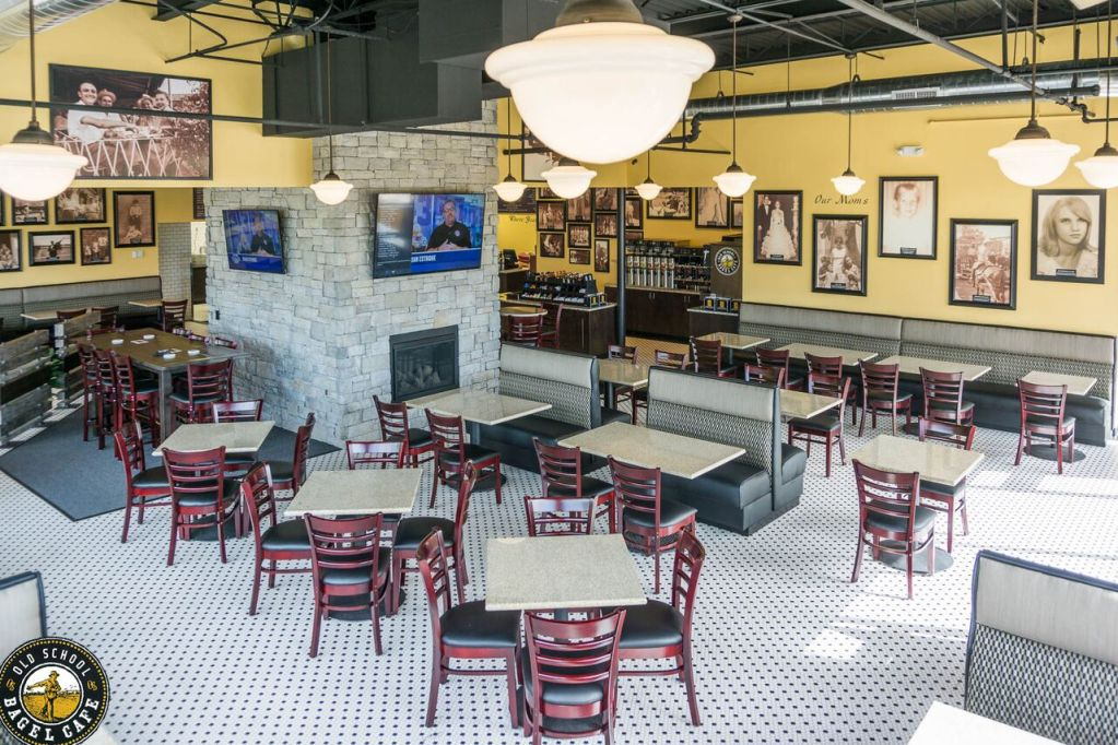 Dining Room - Old School Bagel - South Tulsa (6805 S Yale Ave Tulsa, OK 74133)