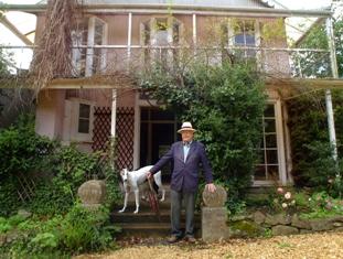 Robert Glen in front of Devan Haye