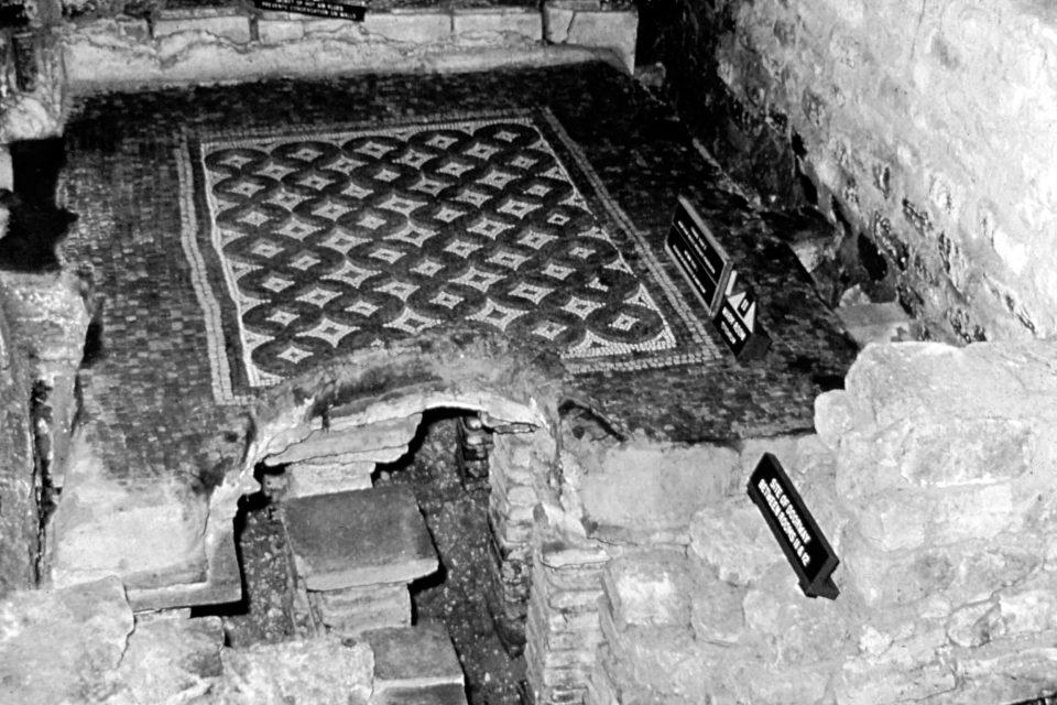 Cotswolds - Cotswolds-05-1968-Roman-Villa-Baths-Chedworth.jpg