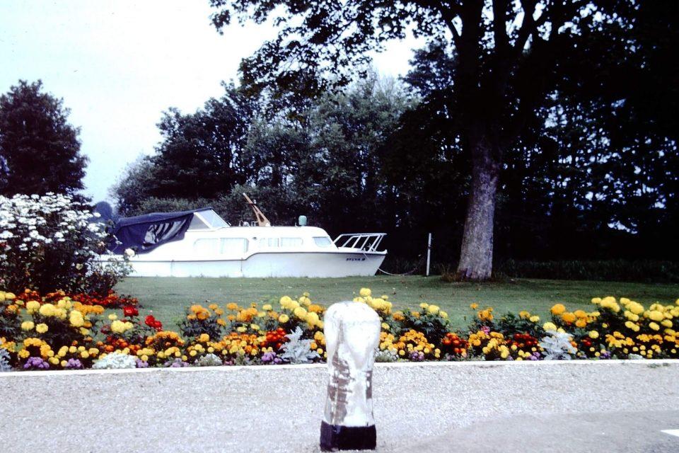 Oxford - Oxford-City-1977-04-Lock-on-Thames.jpg
