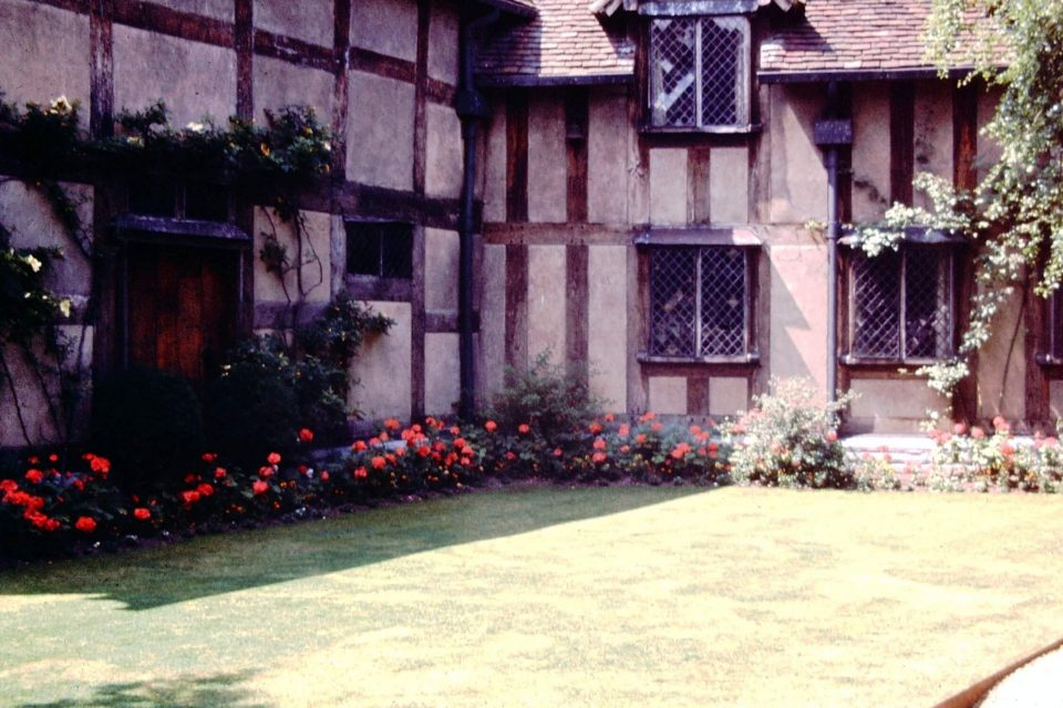 Stratford - Stratford-1964-01-Shakespeares-Birthplace.jpg