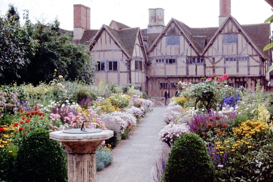 Stratford - Stratford-1964-04-Hallscroft-House-1.jpg