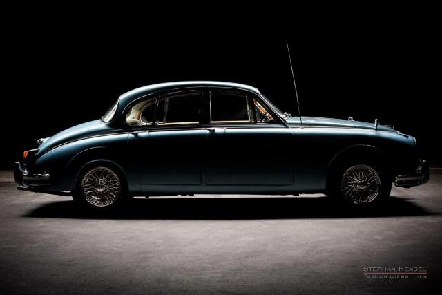 Daimler 250 V8 Saloon, Seitenansicht, bei Stephan Hensel im Autostudio in Hamburg