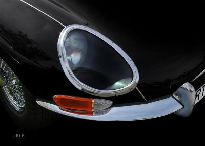 Jaguar E-Type in black & black