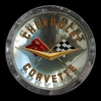 Logo Corvette C1 Convertible Serie 2 auf Motorhaube