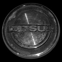 Logo Datsun auf Datsun 260Z
