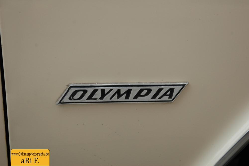 Logo Opel Olympia A am rechten vorderen Kotflügel