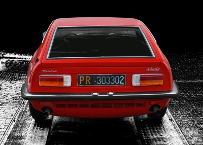 Maserati Indy in black & red front view (Originalfarbe)
