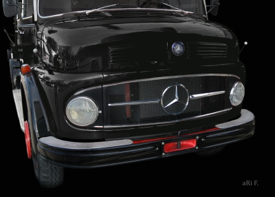 Mercedes-Benz Typ 1113 Kurzhauber in black