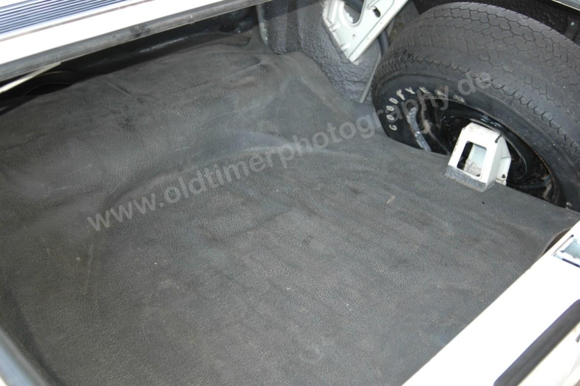 Opel Admiral B Kofferraum mit Ersatzreifen