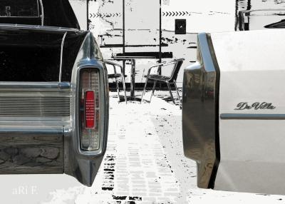 Cadillac DeVille Cabrio in black & white, Heckansicht