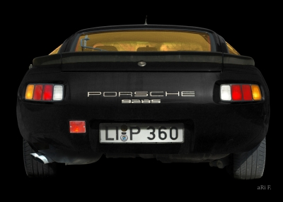 Porsche 928S in black & black (Originalfarbe)