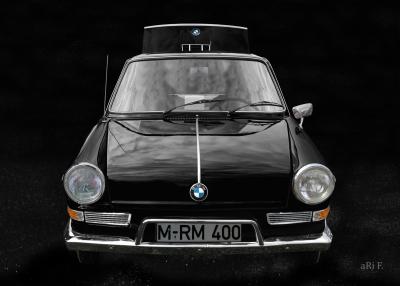 BMW 700 in black & black minimal