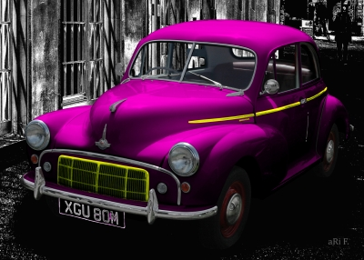 Morris Minor in black & lila