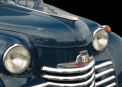 Opel Olympia in blue & black 01, Frontdetail (Originalfarbe)