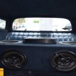Eckler Corvette C3 mit Stereoboxen von Kicker im Heck